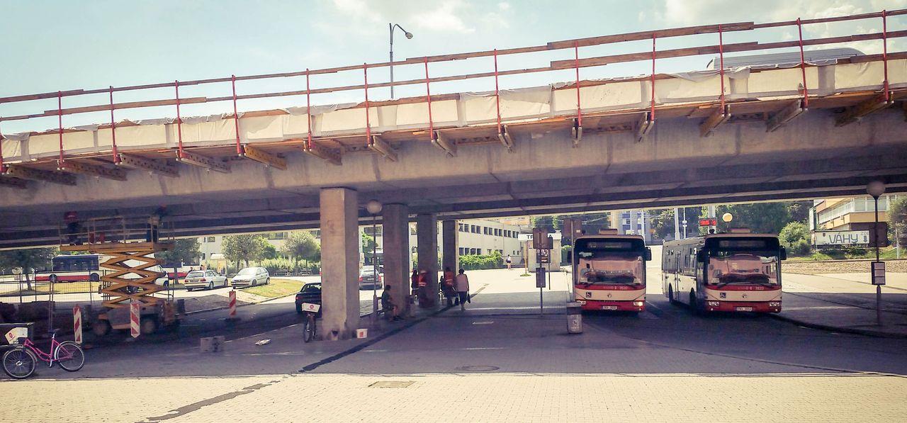 Před nádražím v Brně-Králově Poli