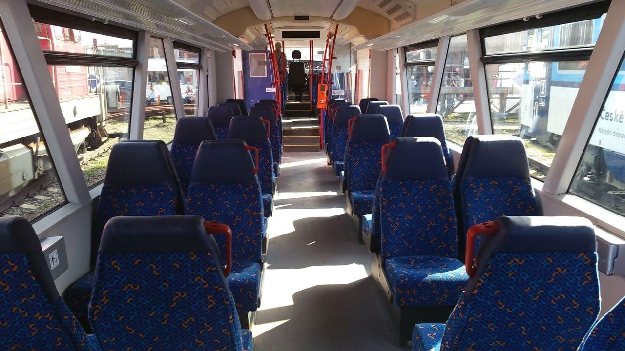 Sedadla ve voze RegioSpider 841