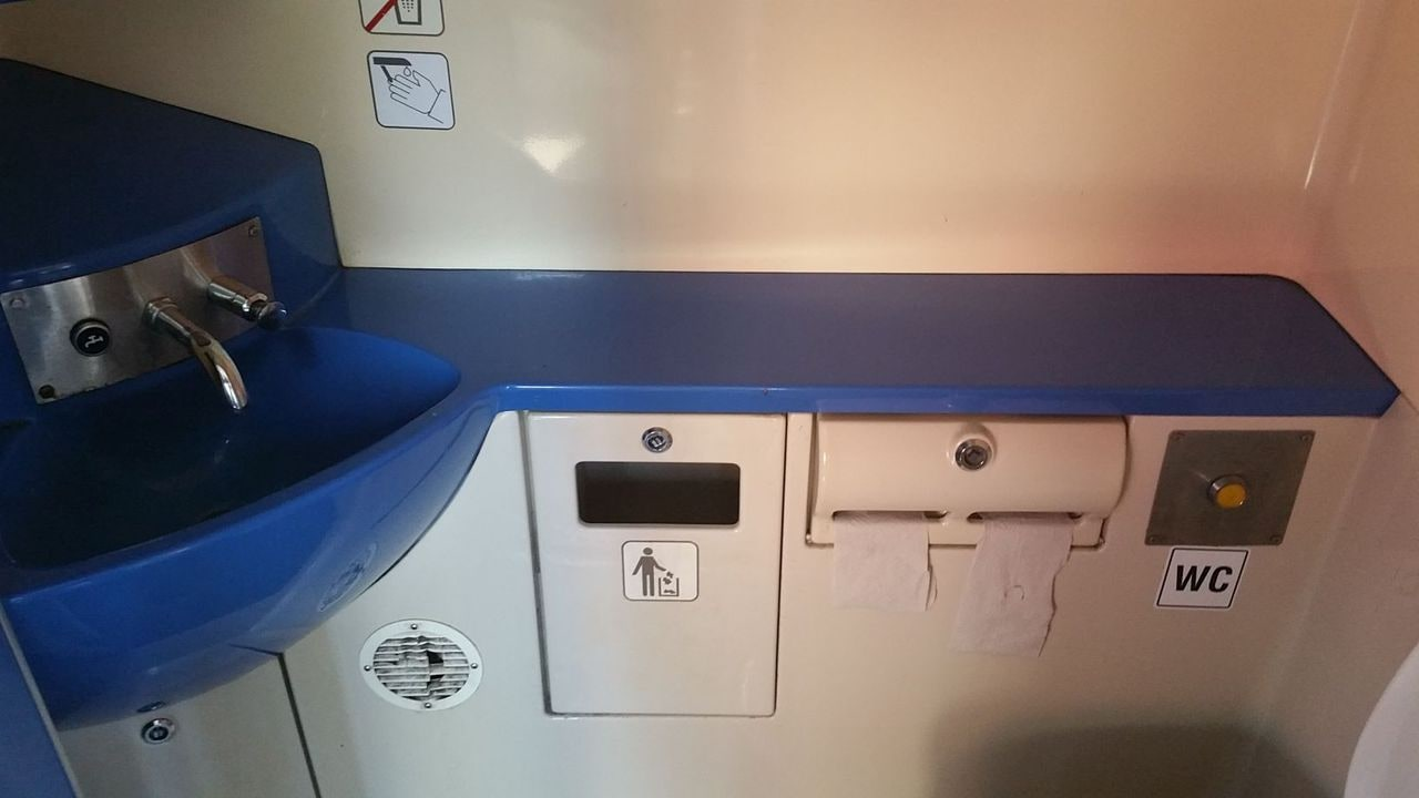 Záchod ve voze RegioSpider 841
