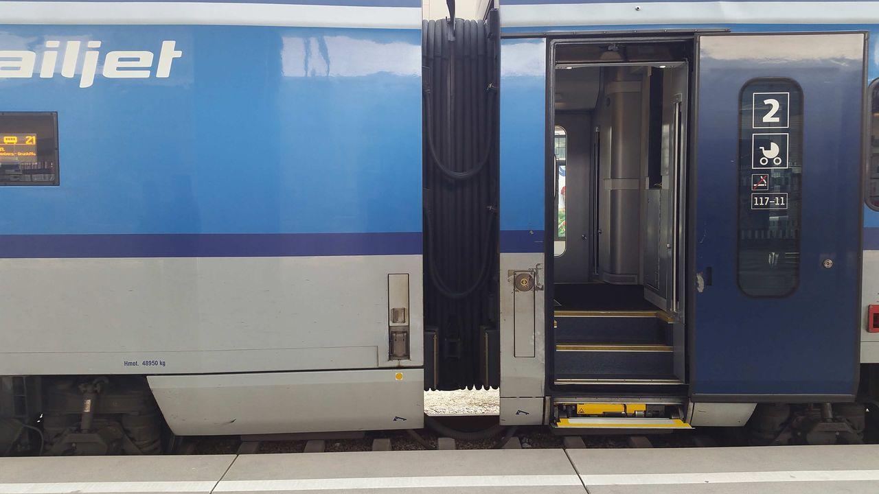 Jak cestovat s kočárkem vlakem RailJet-em