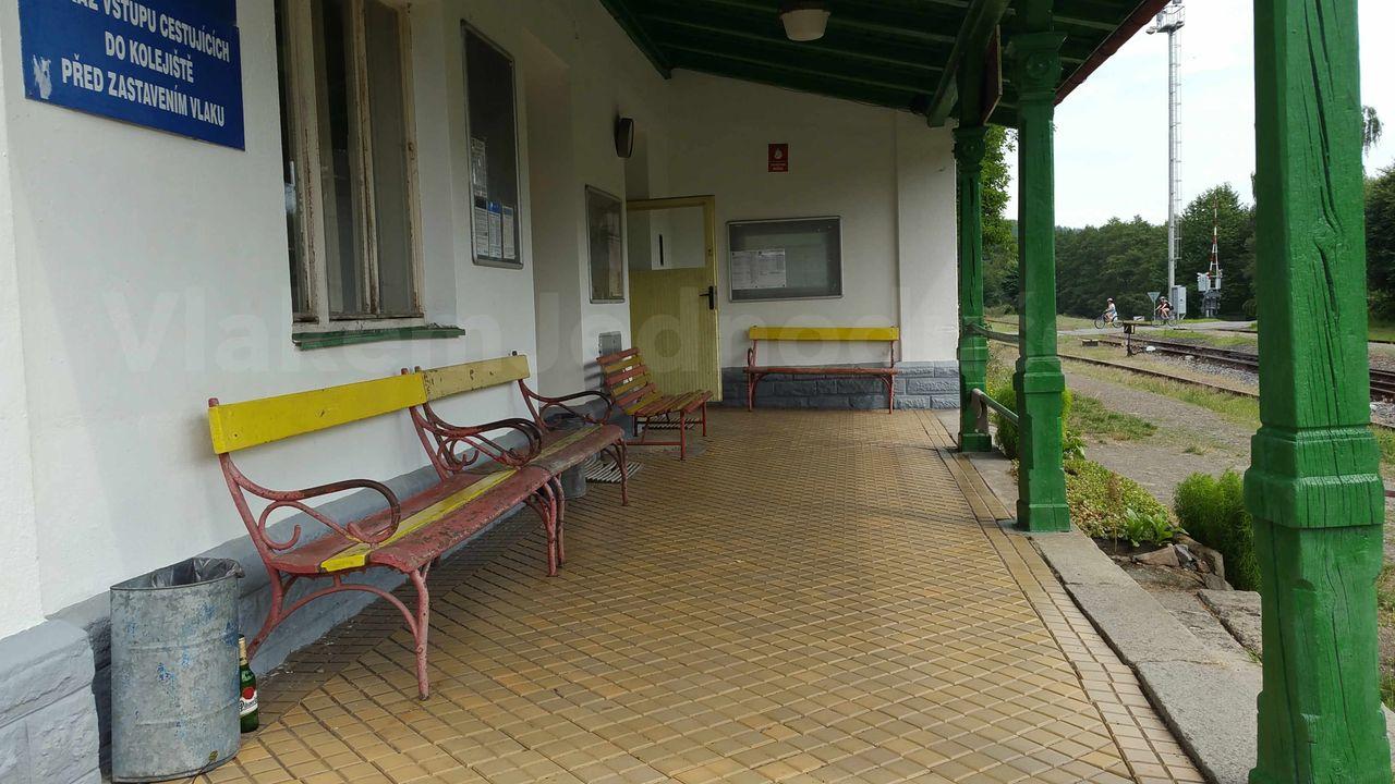 Čekárna na nádraží Vlastějovice