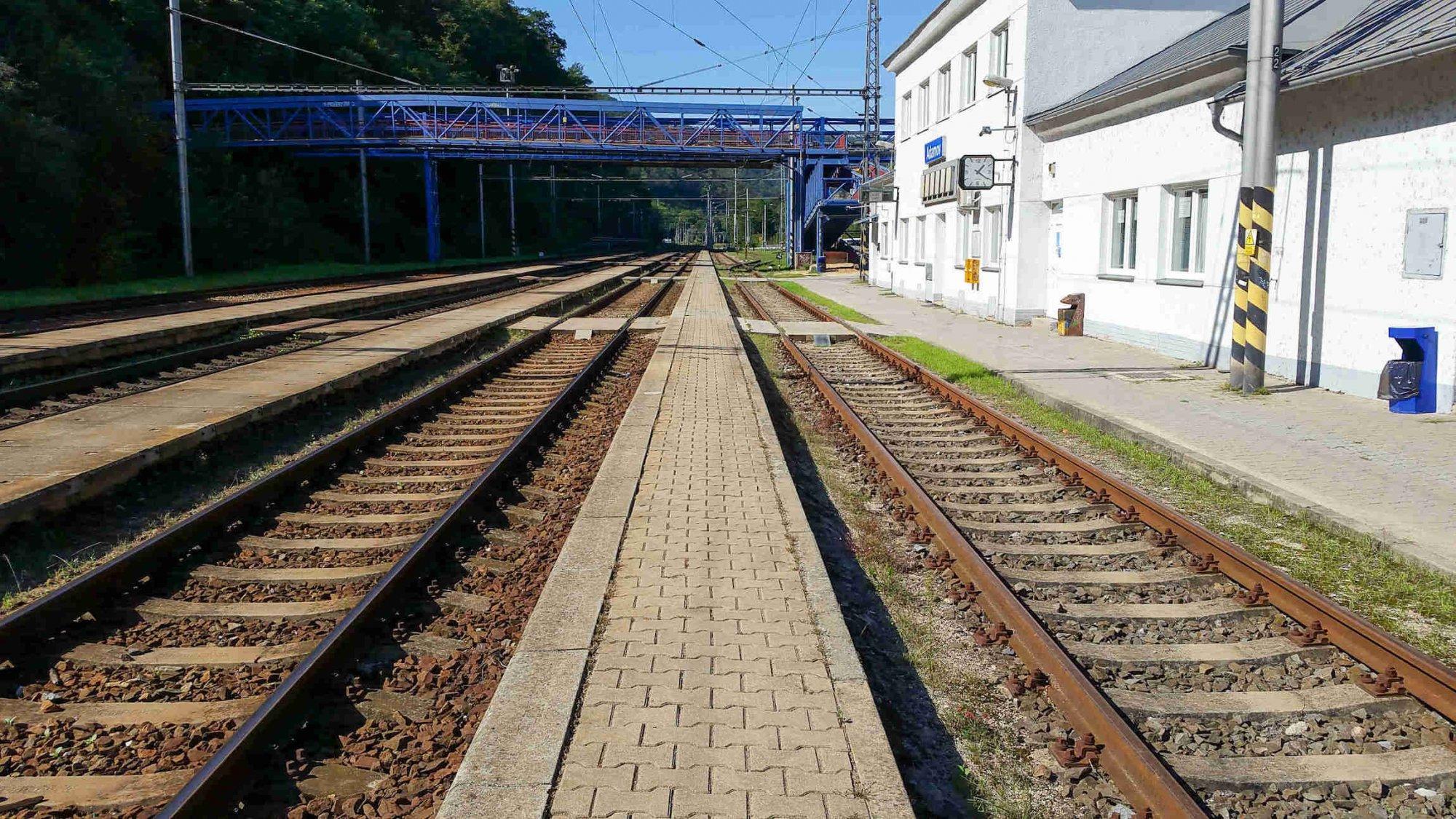 Nádraží Adamov, nástupiště na 2.koleji