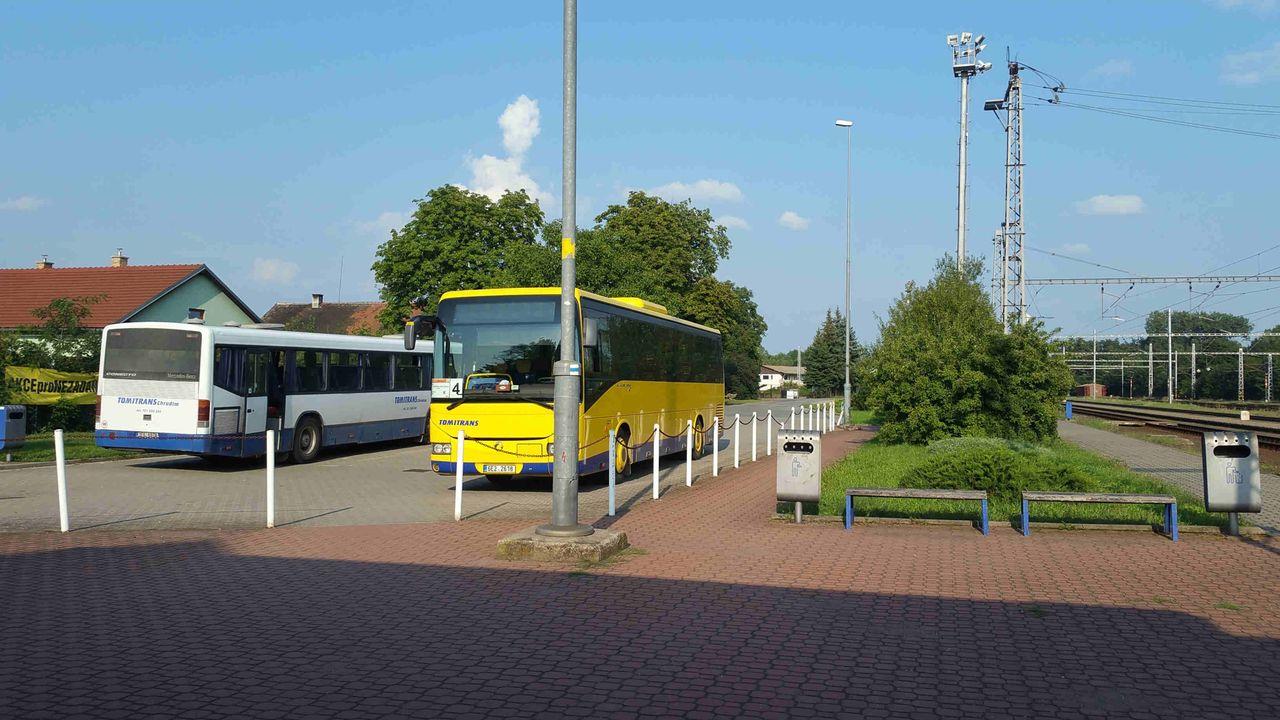 Řečany nad Labem, bus station