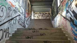 Schody na nástupiště v Adamově