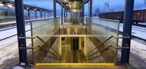 U 3.nástupiště ve Žďáře nad Sázavou staví vlaky u koleje 1 a 3.