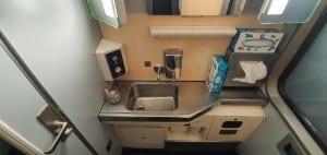 Záchod ve voze RegioJet Bmpz 20-73