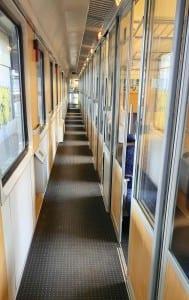 Chodbička ve voze Bmz 21-90 Regiojet