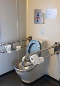 Záchod pro vozičkáře ve vlaku Regiojet