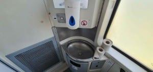 Záchod ve voze Bdtn 757