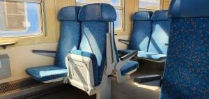 Sedadla ve voze Bdtn 757