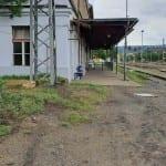 Příchod na nástupiště Praha-Bubny