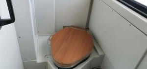 Záchod ve vlaku 811