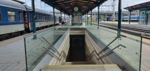 Přístup na nástupiště v Plzni