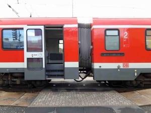 Arriva 628 přechod mezi vozy