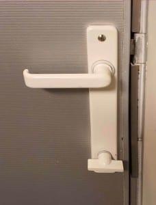 Ve vlaku na záchodě
