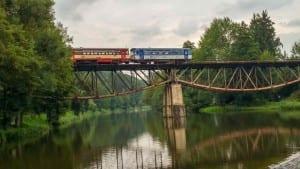 Splav, kemp a železniční most u obce Březina