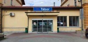 Kudy na nádraží v Táboře