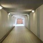 Bílý podchod pod nádražím ve Veselí nad Lužnicí