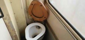 Záchod ve voze 810