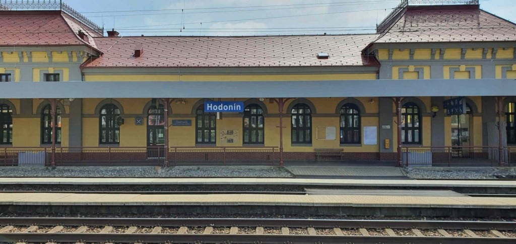 Hodonínské nádraží pohledem ze 3. nástupiště.