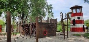 Kojetín - dětské hřiště loď u rybníka Na hrázi.