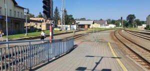 Kroměříž vlakem - příchod na nástupiště