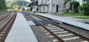 Ostružná kudy na vlak