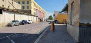 Parkování u přístup na nádraží v Hrušovanech