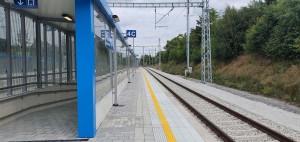 Nástupiště u 4. koleje na nádraží ve skleném nad Oslavou